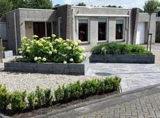 Project Meppel, voortuin met verhoogde bloembakken